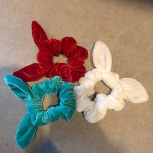 A 3 pack of Christmas Colored Scrunchies!
